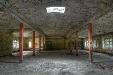 Wall Mural - Alte verlassene Lagerhalle in Ostdeutschland