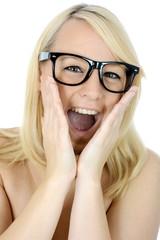 Frau mit Brille ist entzückt