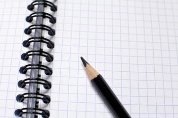 crayon noir sur carnet a spirales