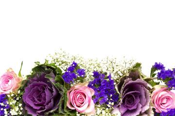 Blumendekoration blau rosa