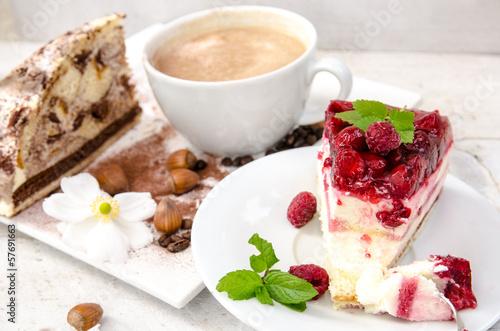 пирожное с малиной  № 145137 бесплатно