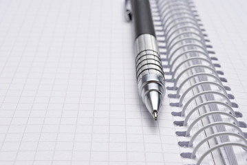 Close-up open scratchpad with pen
