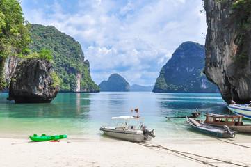 Private Bucht mit Felsen in Thailand