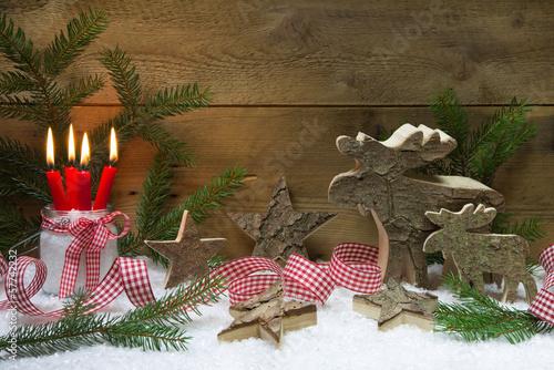 nat rliche weihnachtsdekoration mit holz und kerzen. Black Bedroom Furniture Sets. Home Design Ideas