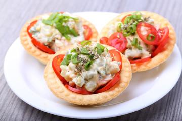 salad into tartlet
