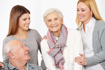 Wall Mural - Drei Generationen mit Senioren und Frauen
