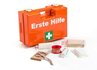 Erste Hilfe Koffer mit Verbandmaterial