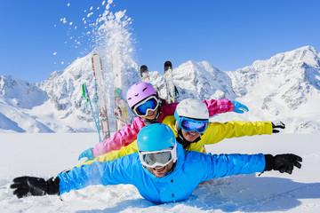 Wall Mural - Ski, sun and fun - family enjoying winter holiday