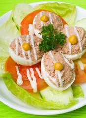 egg. salad plate of letuce egg tuna and olive