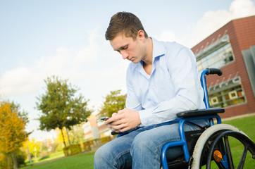 Rollstuhlfahrer schreibt SMS