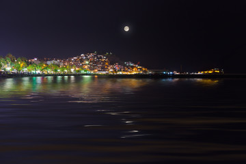 Poster Pleine lune Night view of Kusadasi Turkey