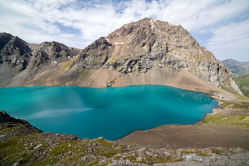 Fototapete - Wonderful mounatin lake Ala-Kul, Kyrgyzstan