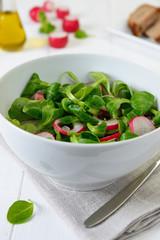 Salad with lamb's lettuce and radish