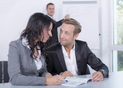 Flirten unter kollegen