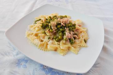 Pasta ham and peas