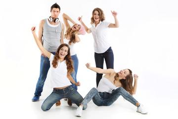 Obraz Grupa energicznych młodych ludzi - fototapety do salonu