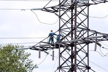 Repair power lines