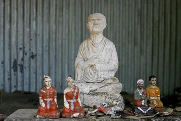 retro statue