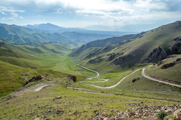 Fototapete - Serpentine mountain road in Kyrgyzstan