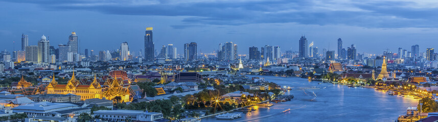 Photo sur Plexiglas Bangkok Grand palace at twilight in Bangkok between Loykratong festival