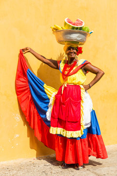 Lady selling fruits in Cartagena, Colombia
