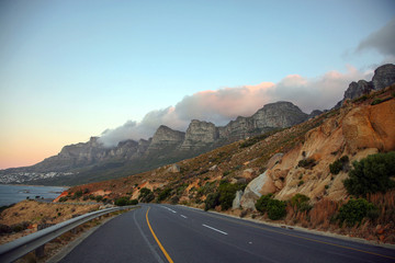 Staande foto Zuid Afrika Table Mountain in Cape Town from the road