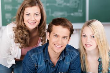 drei freunde in der schule