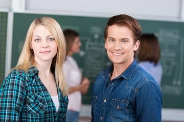 zwei junge studenten im seminar