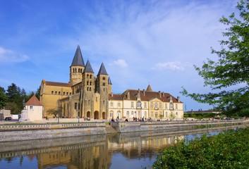 Paray-le-Monial Sacre-Coeur 09