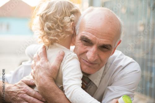 дед насилует свою внучку: порно видео онлайн, смотреть