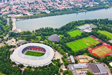 Maschsee und Arena aus der Luft - Hannover