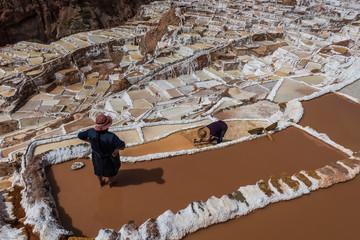 Fototapete - women  Maras salt mines peruvian Andes  Cuzco Peru