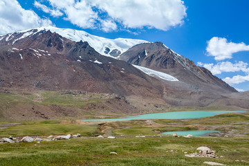 Fototapete - Lake near Barskoon pass in Tien Shan mountains