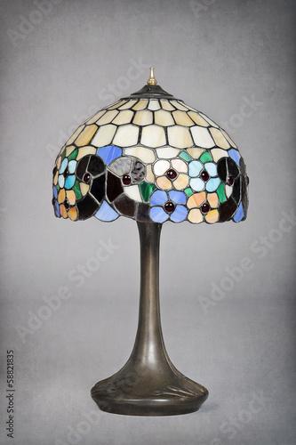 Lampe Art Nouveau Ancienne Avec Abat Jour En Vitraux Stock Photo