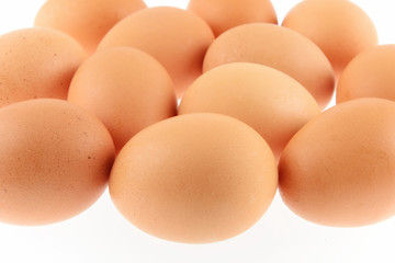 uova di gallina isolate su sfondo bianco