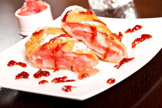 Berry dessert roll