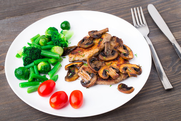Grilled steak with mushrooms and vegetables