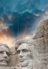 Fototapete - Mount Rushmore National Monument in South Dakota. Summer sunset