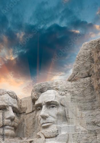 Fototapete Mount Rushmore National Monument in South Dakota. Summer sunset
