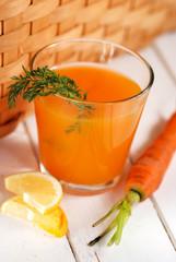 succo di carota nel bicchiere
