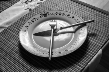 Plate and cuttlery on the table