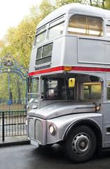 Fototapete - Vintage bus in London.