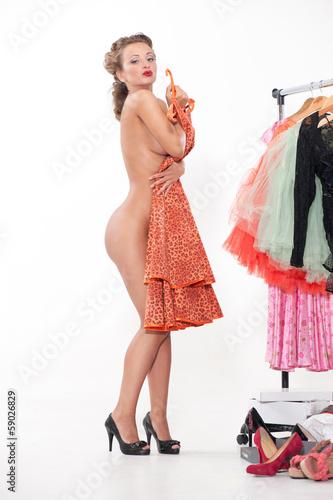 неизвестный видео девушка меряет платье быстро добилась