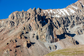 Fototapete - Sharp rocks in Tien Shan mountains