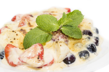 berries in cream sauce