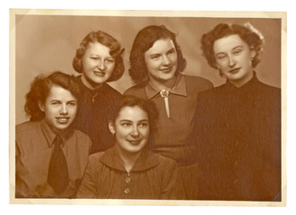CIRCA 1945 - group of young women