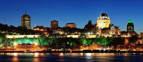 Wall Mural - Quebec City at night