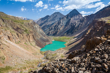 Fototapete - Turquoise lake in mountains of Tien Shan