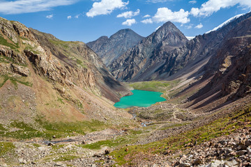 Fototapete - Amazing mountain lake in Kirghizia