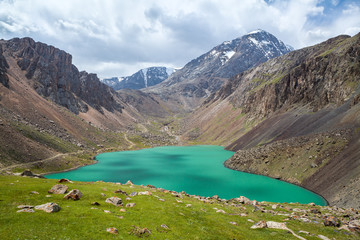 Fototapete - Beautiful lake in Tien Shan mountains, Kirgizstan